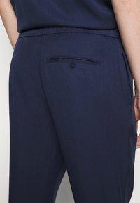 Frescobol Carioca - SPORT - Pantalon classique - dark blue - 4