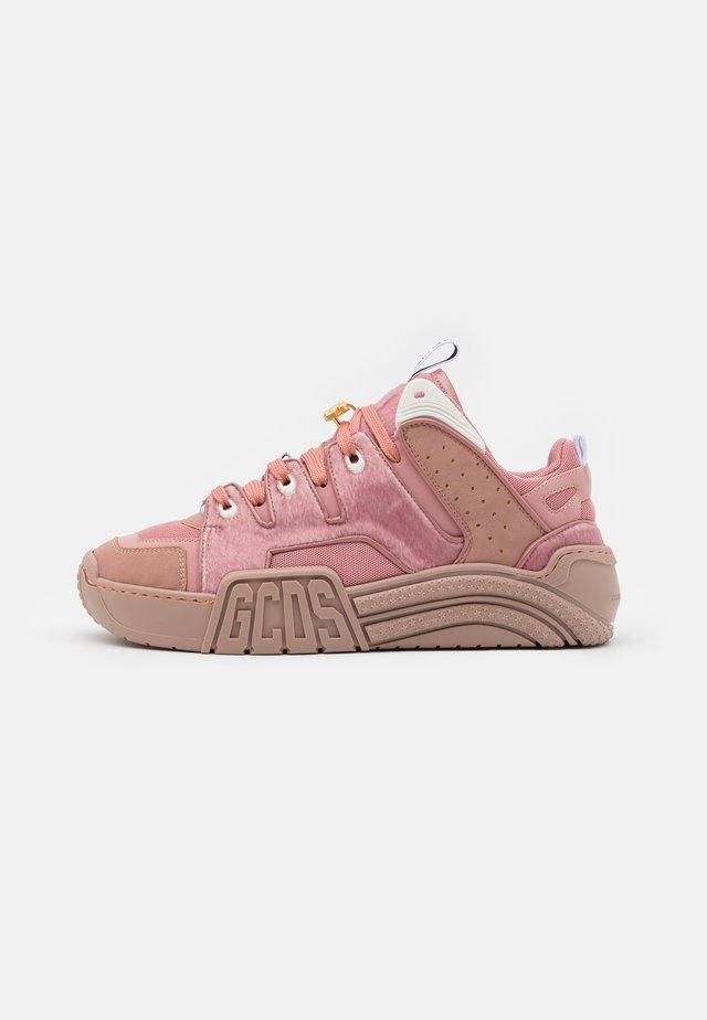 SLIM FIT  - Baskets basses - pink
