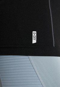 ONLY Play - ONPHUSH RUN CIRCULAR TEE - Koszulka sportowa - black - 6