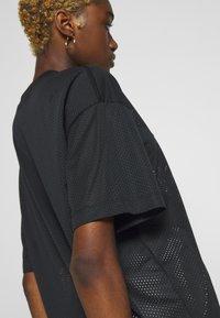 Nike Sportswear - W NSW - Print T-shirt - black/white - 5