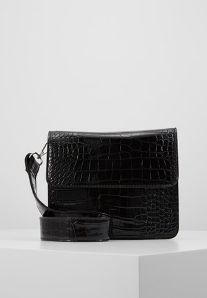 CAYMAN SHINY STRAP BAG - Schoudertas - black