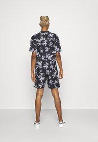 Nominal - FLORAL SHIRT TWIN SET - Shorts - navy - 2