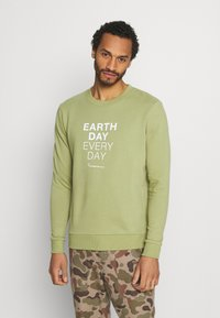 KnowledgeCotton Apparel - EARTHDAY EVERYDAY TEXT CREW NECK - Sweater - sage - 0