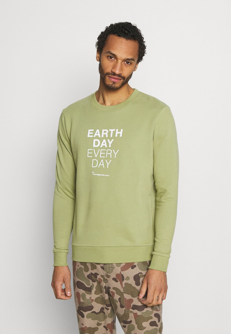 KnowledgeCotton Apparel - EARTHDAY EVERYDAY TEXT CREW NECK - Sweater - sage