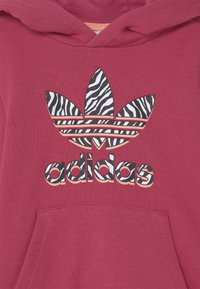 adidas Originals - ANIMAL PRINTED SET - Sweater - wild pink/multicolor/glow pink - 3