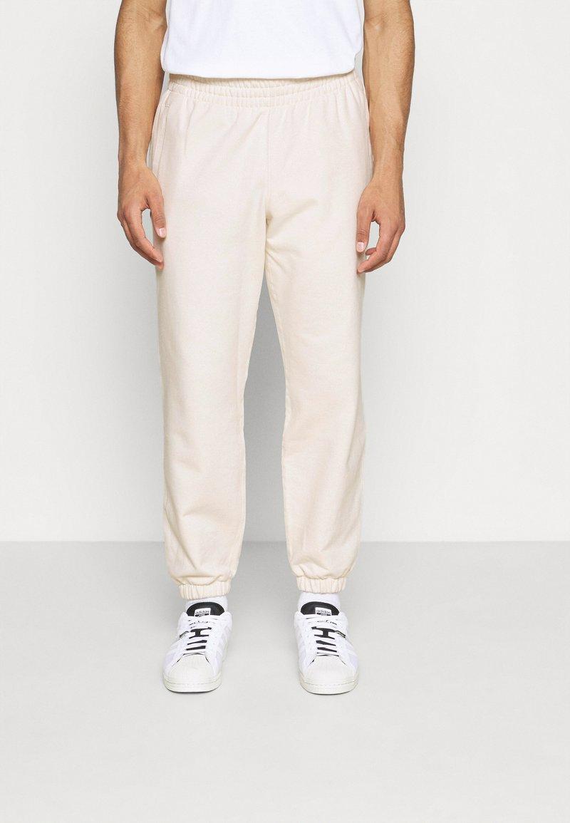 adidas Originals - PREMIUM UNISEX - Pantalon classique - off-white