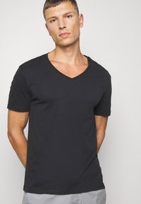 Pier One - 2 PACK - Basic T-shirt - anthracite/black - 4