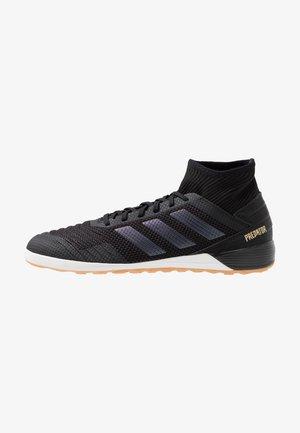 PREDATOR 19.3 IN - Indoor football boots - core black/gold metallic