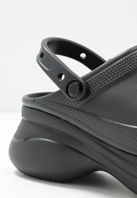 Crocs - CLASSIC BAE  - Heeled mules - black - 2