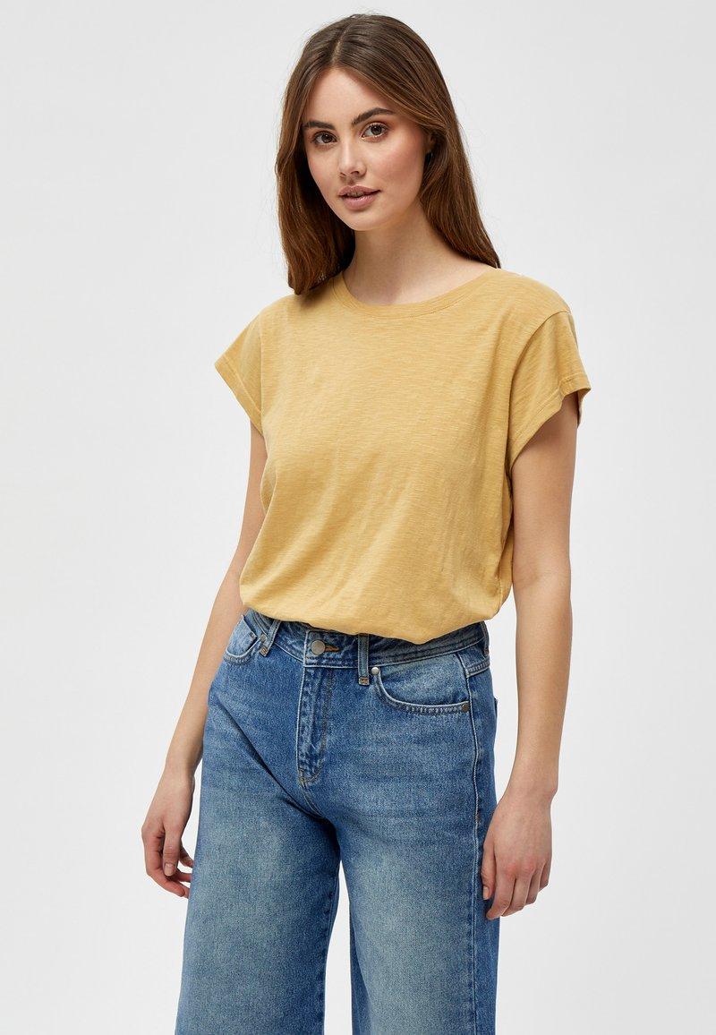 Minus - LETI - Basic T-shirt - prairie sand