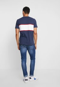 Abercrombie & Fitch - TECH LOGO CHEST - Printtipaita - navy - 2