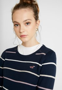 Hollister Co. - ICON CREW - Sweter - navy - 5