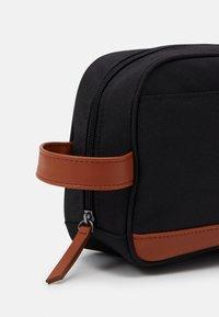 Pier One - UNISEX - Wash bag - black/cognac - 3