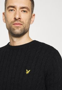 Lyle & Scott - CABLE JUMPER - Jumper - jet black marl - 5