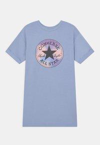Converse - SHORT SLEEVE CHUCK PATCH  - Freizeitkleid - blue heron - 0