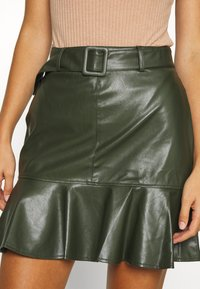 Lost Ink - BELTED FRILL HEM MINI SKIRT - Mini skirt - khaki - 4