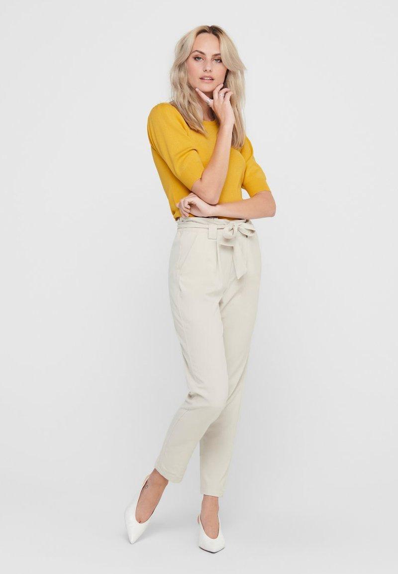 JDY JDYBRIDGET - T-Shirt basic - yolk yellow/gelb LYxU2W