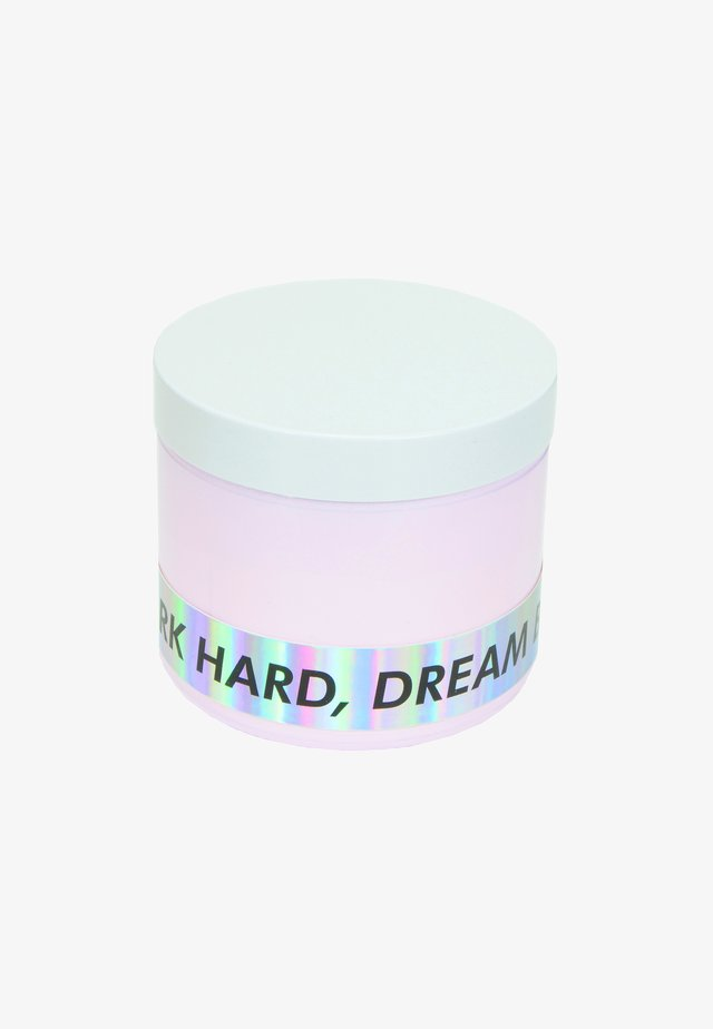 CANDLE - Geurkaars - work hard dream big - pink primrose & sweet pea