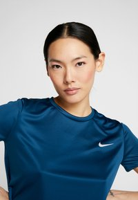 Nike Performance - MILER - Print T-shirt - valerian blue/reflective silver - 3