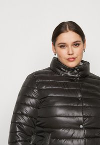 Missguided Plus - LIGHTWEIGHT RIBBED PUFFER JACKET - Light jacket - black - 5