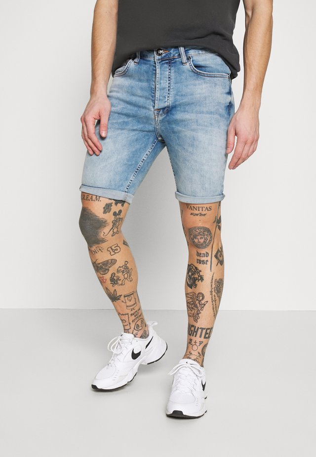 SKINNY WITH RIPS - Denim shorts - light blue