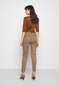Herrlicher - LOVELY POWERSTRETCH - Chino kalhoty - umbra - 2