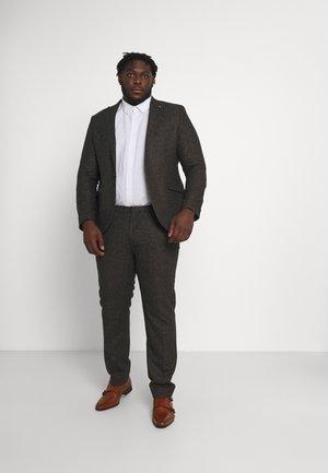 CRANTON SUIT PLUS - Suit - brown