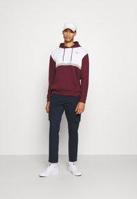 Newport Bay Sailing Club - PANEL HOODIE - Sweatshirt - burgundy/white - 1