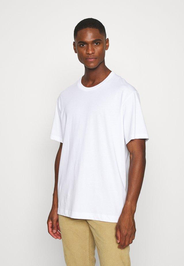 T-SHIRT - T-shirt - bas - white light