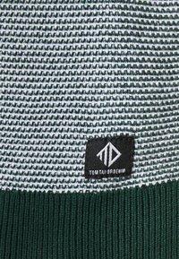 TOM TAILOR DENIM - CREWNECK - Neule - green/white - 4