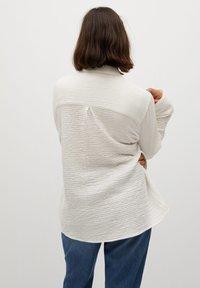 Violeta by Mango - SOBRE - Button-down blouse - weiß - 2