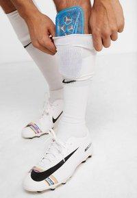 Nike Performance - MERCURIAL FLYLITE SUPERLOCK UNISEX - Shin pads - blue hero/white/obsidian - 0