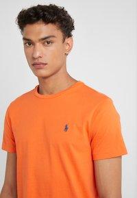 Polo Ralph Lauren - T-shirt basic - bright preppy ora - 4
