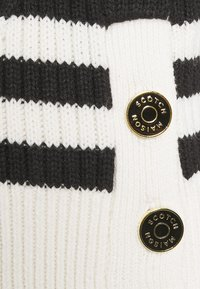 Scotch & Soda - CHUNKY BLEND WITH BUTTON DETAIL AT SIDE - Jumper - off-white/black - 2
