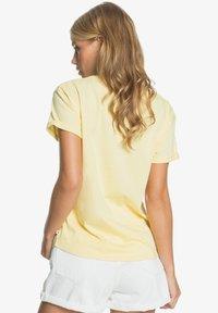Roxy - Print T-shirt - pale banana - 2
