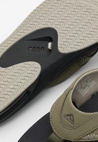 Reef - T-bar sandals - dried herb - 5