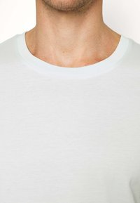 Selected Homme - SLHTHEPERFECT ONECK TEE  - T-paita - glacier - 4
