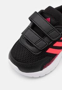 adidas Performance - TENSAUR RUN UNISEX - Chaussures de running neutres - core black/signal pink/power pink - 5