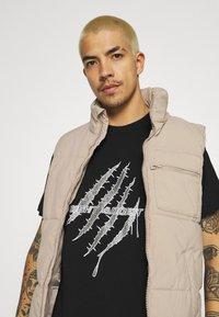 Night Addict - GLITTER - Print T-shirt - black - 3