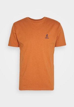 BIG RUNNINGMAN TEE - T-shirt print - orange