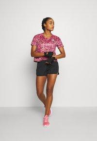 adidas Performance - PRIMEBLUE TEE - T-shirt con stampa - light pink - 1