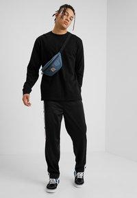 Carhartt WIP - BASE - T-shirt à manches longues - black/white - 1