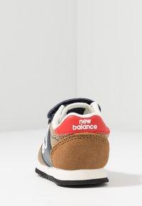 New Balance - IV520JB - Sneakers basse - brown/blue - 4