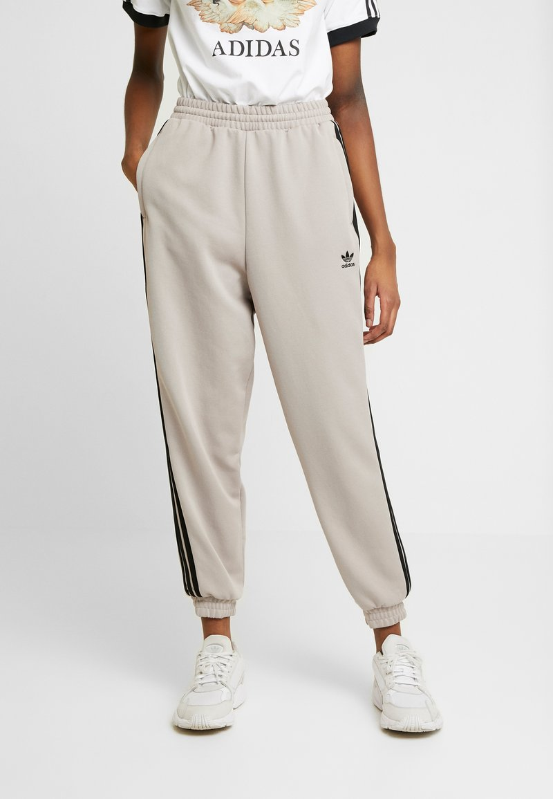adidas Originals - TRACK PANTS - Pantalon de survêtement - vapour grey