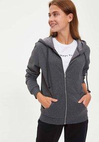DeFacto - Zip-up hoodie - anthracite - 0