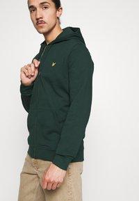 Lyle & Scott - ZIP THROUGH HOODIE - Zip-up sweatshirt - dark green - 3
