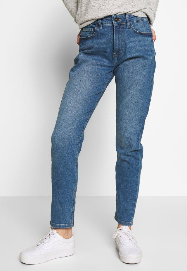 JDYTYSON LIFE GIRLFRIEND - Relaxed fit jeans - light blue denim