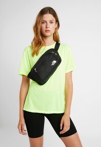 The North Face - BOZER HIP PACK UNISEX - Bum bag - tnf black/tnf white - 5
