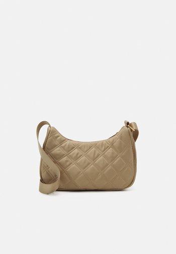 BAG BAGUETTE QUILTED - Handbag - light beige
