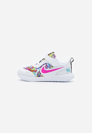 REVOLUTION 5 FABLE - Obuwie do biegania treningowe - white/fire pink/blue fury